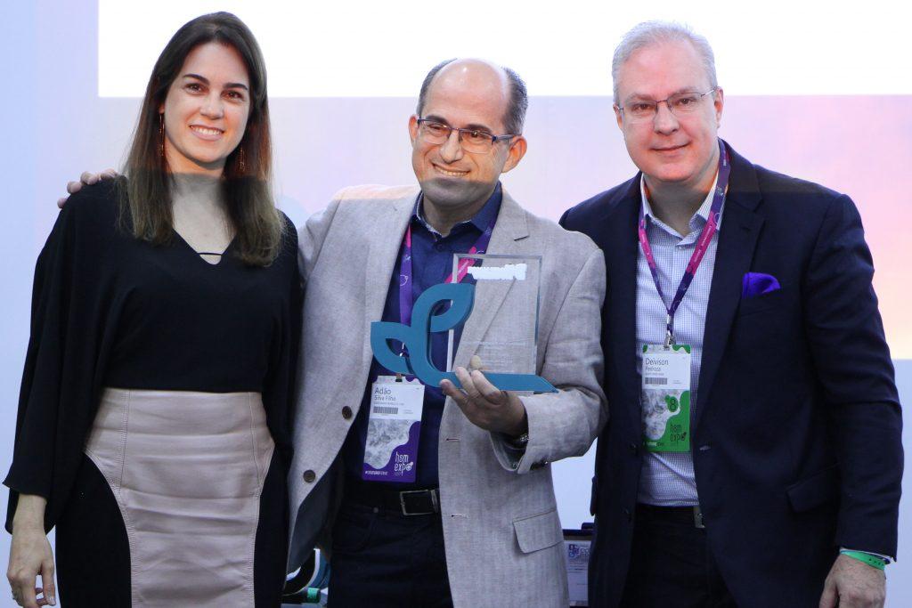 Prêmio Compliance Brasil – Categoria Gestão de Qualidade: Daniela Cavalcante – Diretora Verde Ghaia; Adão Filho – Uberlândia Refrescos; Deivison Pedroza – CEO Verde Ghaia.