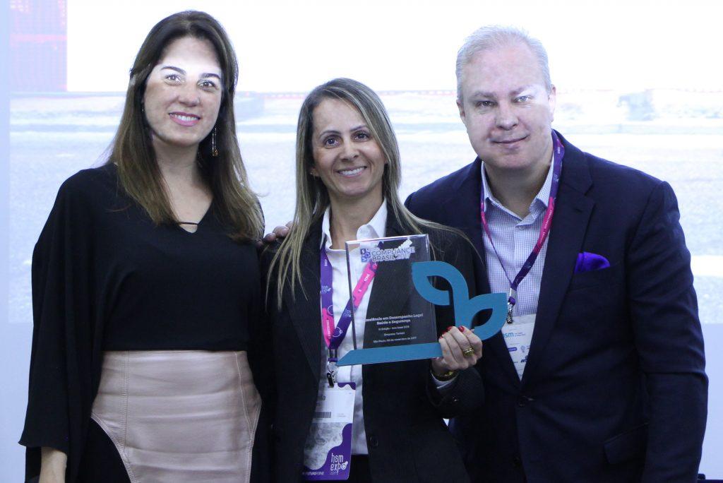 Prêmio Compliance Brasil – Categoria Saúde e Segurança no Trabalho: Daniela Cavalcante – Diretora Verde Ghaia; Sheila Lopes - Tarkett; Deivison Pedroza – CEO Verde Ghaia.