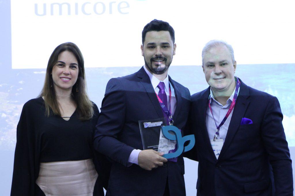 Prêmio Compliance Brasil - Categoria Gestão Ambiental: Daniela Cavalcante - Diretora Verde Ghaia; Felipe Maia - Kanjiko; Deivison Pedroza - CEO Verde Ghaia.