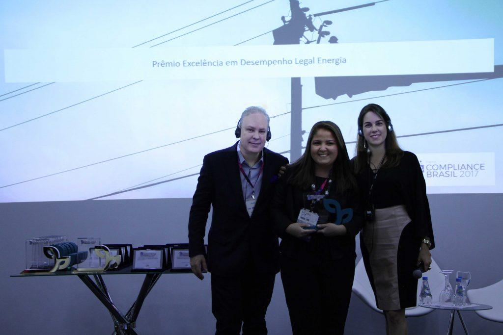 Prêmio Compliance Brasil - Categoria Projeto Inovador: Gestão de Fornecedores -  Deivison Pedroza - CEO Verde Ghaia, Marcella Rosa - Telefônica Brasil, Daniela Cavalcante - Diretora Verde Ghaia