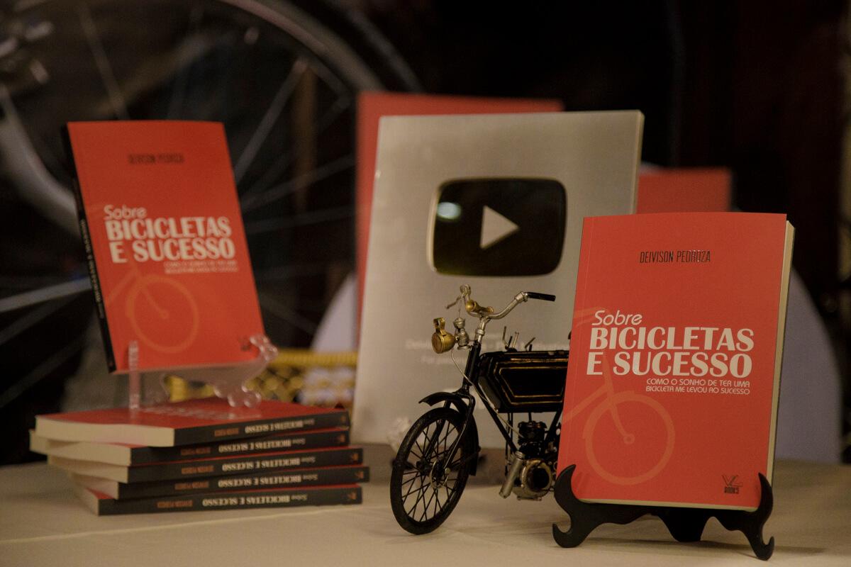 Deivison Pedroza lança livro em BH