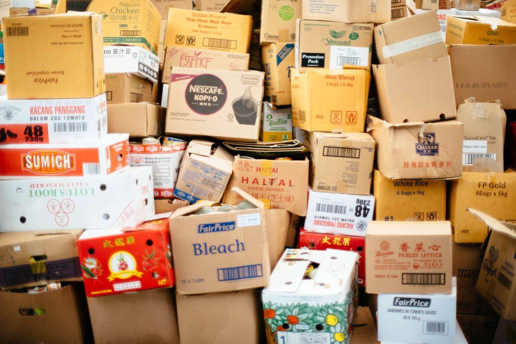 amontoado de caixas de papelão para reciclagem - Coleta Seletiva