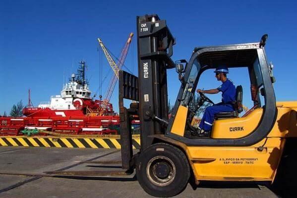 Circulação e Transporte de Pessoas e Materiais / Uso de máquinas e equipamentos