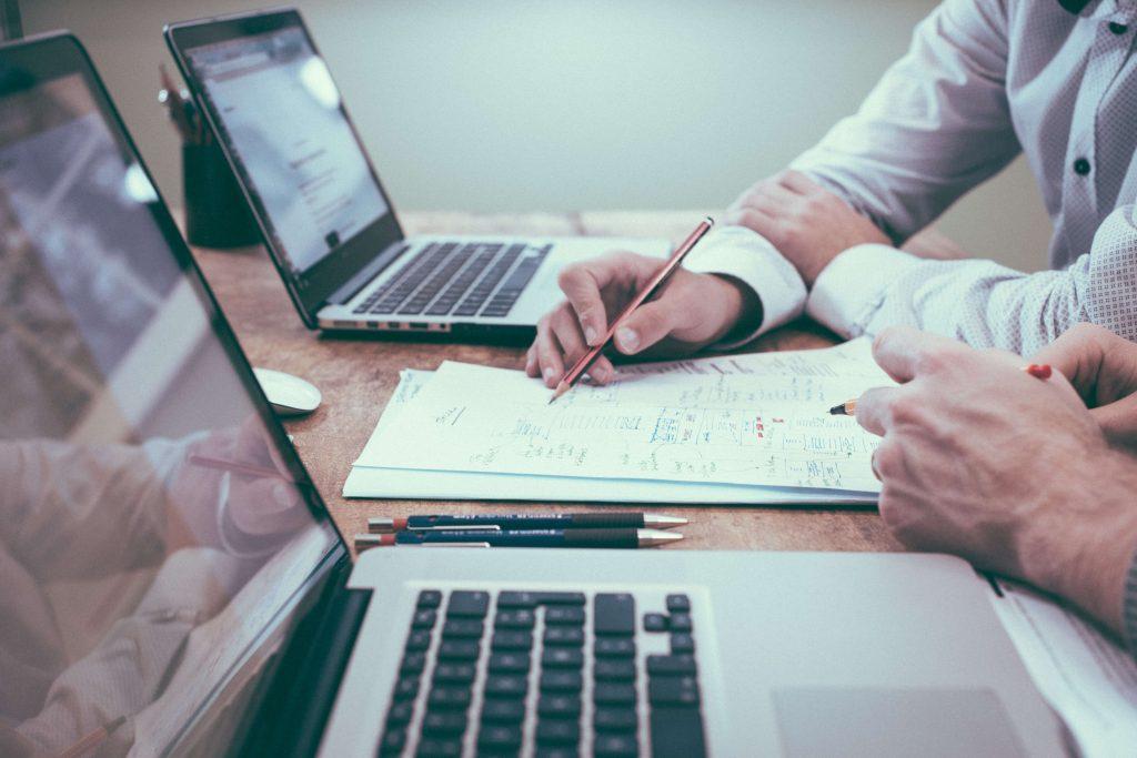 O que é mais difícil: Requisitos de competência ou conscientização?