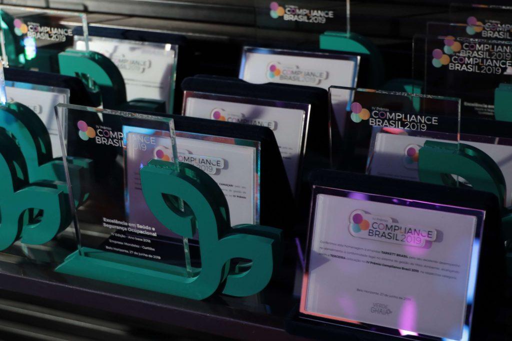 Troféus do Prêmio Compliance Brasil realizado no auditório SICEPOT em BH.